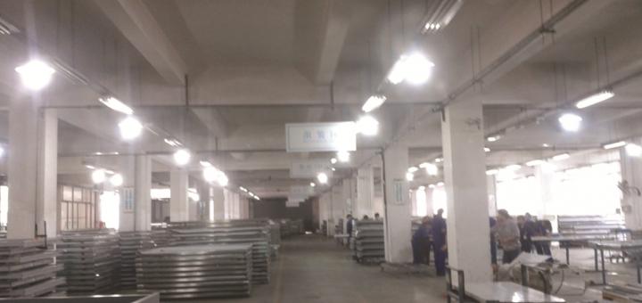 长沙地铁2号线屏蔽门生产现场